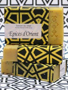 Honigseife von der Savonnerie - L'art du Bain, einem Familienunternehmen aus dem Marrakech, das natürliche Seifen und Accessoires für den Badbereich produziert.  Für die gedankliche Escapade nach Marokko.   www.faircustomer.ch/7431-seife-epices-d-orient.html