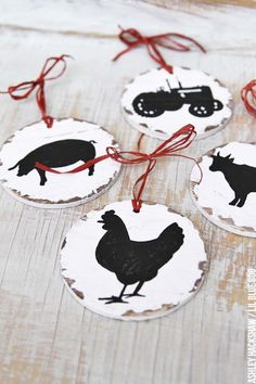 Vintage Inspired Farm Sign Ornaments farmhouse christmas decorating ideas - chickens cows tractors V Diy Christmas Ornaments, Xmas Crafts, Homemade Christmas, Cow Ornaments, Christmas Wreaths, Diy Christmas Projects, Rustic Christmas Tree Decorations, Christmas Cookies, Christmas Ideas