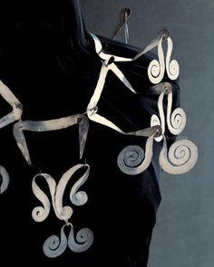Necklace | Alexander Calder.  Silver wire.  ca. 1945 || Photo Credit: Calder Foundation, New York