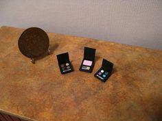 Dollhouse miniature set of 3 makeup compacts RESERVED von otterine Cosmetic Labels, Mini Makeup, Mini Stuff, Cosmetics & Perfume, Barbie Accessories, Miniature Dollhouse, New Pins, Dollhouses, Diorama