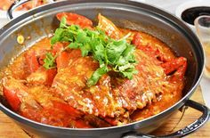 Ever wondered how to cook Singapore Chilli Crab? Here I show you how to cook this iconic recipe in your own home! Singapore Chilli Crab at home? Absolutely!