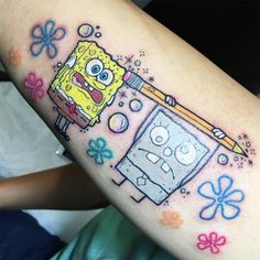 Hice un Bob Esponja con su hermano malvado para Edgar. ☺ Una sesión muy interesante y sobre todo divertida, mil gracias. 🙏🏼🍍 #spongebob #spongebobtattoo #cartoontattoo #tattoo #envyneedles #tatsoul #nickelodeon #2000s #spongebobsquarepants #bikinibottom Body Art Tattoos, Tatoos, Spongebob Tattoo, Cartoon Tattoos, Me Too Shoes, Piercings, Ink, Retro, Instagram Posts