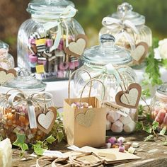 Today, we are presenting 31 DIY candy table ideas as the new dessert table trend. Wedding Favours Easter, Popcorn Wedding Favors, Sweet Wedding Favors, Sweet Table Wedding, Wedding Favour Jars, Wedding Favours Luxury, Winter Wedding Favors, Sweet Tables, Buffet Wedding