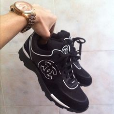 When Coco Channel makes sneakers I m sold Chaussures Homme, Chaussure Chanel,  Chaussure d7853e4ea4e