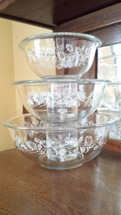 Set of 3 - 1980's Pyrex clear Colonial Mist or 'White Lace' pattern nesting bowls
