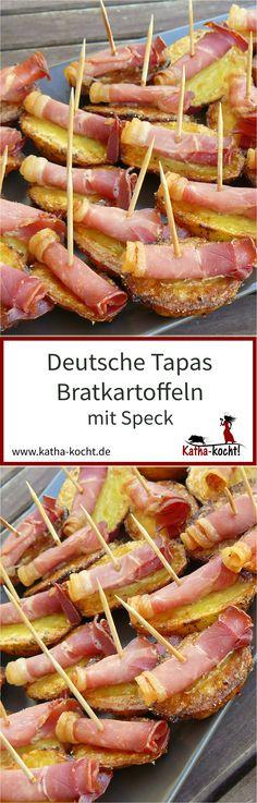 Deutsche Tapas sind perfekt für große Party Buffets - egal ob zum Geburtstag, zum Sommerfest, zu Silvester oder einfach nur so. Klein, handlich und mit einem Haps im Mund - so wie diese Bratkartoffeln mit Speck. Das Rezept gibt es auf katha-kocht!