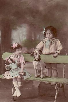 Девочки с куклами. Фото давно минувших дней.