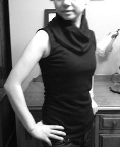 The Minimalist's easy sewing - sleeveless cowl turtleneck top free pattern.