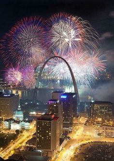 Fourth of July at The Gateway Arch in St Louis, Missouri. Saint Louis Arch, St Louis Mo, St Louis Blues, The Places Youll Go, Places To Visit, New Year Fireworks, Fireworks Art, Gateway Arch, St Louis Cardinals