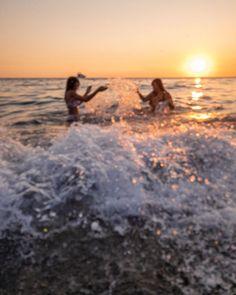 """Giorgia Di Basilio su Instagram: """"Come quando ascolti una nuova canzone alla radio e da subito capisci che diventerà una delle tue preferite, così sono i sorrisi di certe…"""" Paradise, Celestial, Sunset, Beach, Outdoor, Instagram, Outdoors, The Beach, Beaches"""
