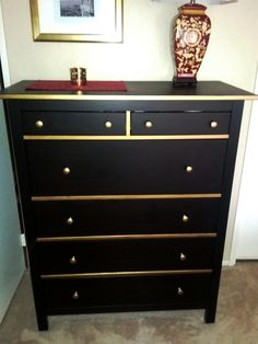 Dark chocolate HEMNES with gold trim