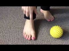 Non Surgical Bunion Treatment: Everyday Bunion Exercises Bunion Exercises, Foot Exercises, Arthritis Exercises, Rheumatoid Arthritis Symptoms, Bunion Remedies, Diy Beauty Face, Bunion Surgery, Bunion Relief, Self Treatment