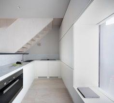 Britannia Wharf by Paolo Cossu Architects - Design Milk Minimalist Furniture, Minimalist Interior, Modern Minimalist, Modern Interior, Interior Design, Minimal Design, Modern Design, Two Bedroom House, Cocinas Kitchen