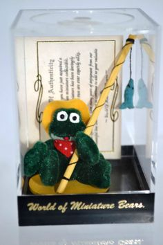 """WORLD OF MINATURES-BECKY WHEELER-FROG W/A FISHING POLE WITH A FISH HANGING 1"""" Fishing, Christmas Ornaments, World, Holiday Decor, Christmas Jewelry, The World, Christmas Decorations, Peaches, Christmas Decor"""