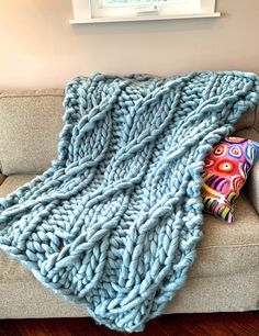 This jumbo yarn worked on US 70 needles knits a stunning faux cable blanket featuring the Showy Decrease. Crochet Boat, Crochet Yarn, Crochet Hooks, Knitting Projects, Crochet Projects, Knitting Patterns, Big Knit Blanket, Knitted Blankets, Embroidery