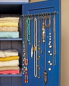 Jewerly Organizer Closet Organizers Curtain Rods - About jewelry organizer diy Do It Yourself Design, Do It Yourself Inspiration, Jewellery Storage, Jewellery Display, Necklace Storage, Hang Jewelry, Necklace Hanger, Gold Jewelry, Jewelry Stand