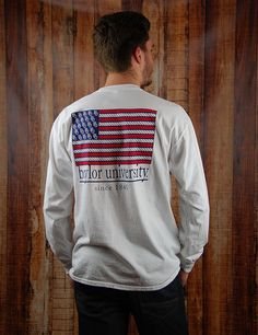Show your school spirit and your love for America in this American Flag Baylor t-shirt! Sic 'em Bears!