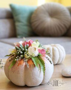 Őszi dekoráció Virágokkal, termésekkel, pozsgás növényekkel díszítettem. A tököt beton hatású anyaggal kezeltem , a virágok alatt hagytam rajta pár rosegold csíkot Table Decorations, Fall, Home Decor, Autumn, Decoration Home, Fall Season, Room Decor, Home Interior Design, Dinner Table Decorations