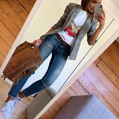 Image may contain: one or more people and shoes Source by kunispringer juvenil femenina moda 2019 Casual Work Outfits, Blazer Outfits, Business Casual Outfits, Mode Outfits, Work Casual, Chic Outfits, Casual Looks, Fall Outfits, Fashion Outfits