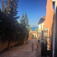 Vacaciones llenas de color en nuestro resort. 🎨 Fotos de @filippasmom en Instagram ¡gracias! :-)  #PuebloAcantilado #PuebloAcantiladoSuites #ElCampello #Apartamentos #Resort #Suites #Vacaciones #Casasdecolores #CostaBlanca  #EsMediterraneo