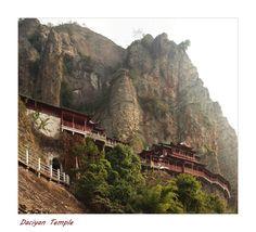 Der Daciyan Temple ist auf dem Berg in den Felsen gebaut http://fc-foto.de/32426907