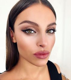 Make-up Looks # Make-up # Haar # Mode # Dekor # Dekoration # Frisuren What Style of Shoes is Busines Kiss Makeup, Glam Makeup, Bridal Makeup, Wedding Makeup, Plum Eye Makeup, Uk Makeup, Makeup Light, Doll Makeup, Cheap Makeup