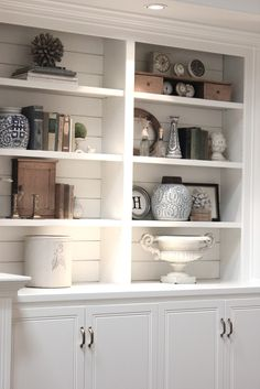 White Fireplace Built Ins - Design photos, ideas and inspiration. Amazing gallery of interior design and decorating ideas of White Fireplace Built Ins in bedrooms, living rooms, dining rooms by elite interior designers. Bookshelf Styling, Bookshelves Built In, Book Shelves, Kitchen Shelves, Bookshelf Design, Bookshelf Ideas, Organizing Bookshelves, Built In Shelves Living Room, Bathroom Shelves