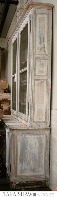 Painted Furniture ~ CREAM / Antique Furniture to Inspire You French Buffet Tara Shaw Antiques Painting Antique Furniture, Chalk Paint Furniture, Old Furniture, Distressed Furniture, Furniture Projects, Furniture Makeover, Vintage Furniture, Distressed Hutch, White Painted Furniture