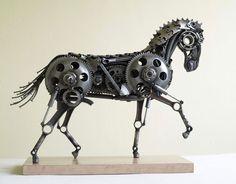 Tomas récupère toutes sortes de pièces en métal pour donner vie à de somptueuses oeuvres d'art   Daily Geek Show