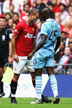 Nemanja Vidic and Mario Balotelli Photos Photos: Manchester City v Manchester United - FA Community Shield Manchester Derby, Manchester United Legends, Manchester United Players, Manchester City, Steven Gerrard, Fa Community Shield, Football Fight, Eric Cantona, Premier League Champions