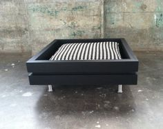 The Low Flat Handmade modular style dog bed van ModularDog op Etsy Dog Furniture, Cheap Furniture, Furniture Stores, Wood Dog, Diy Bed, Pet Beds, Dog Houses, Dog Accessories, Dog Toys