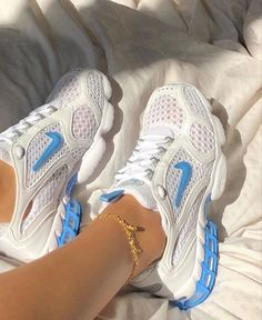 Air Max Sneakers, Shoes Sneakers, Shoes Heels, White Sneakers, Shoe Boots, High Heels, Sneakers Fashion, Fashion Shoes, Fashion Outfits