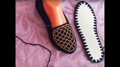 Çeyizlik Şık Boncuklu Babat Patik Modeli Flip Flop Sandals, Shoes Sandals, Crochet Shoes, Crochet Videos, Brick Stitch, Espadrilles, Slippers, Footwear, Loafers