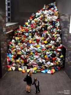 basura Waste Art, Trash Art, Plastic Art, Plastic Pollution, Environmental Art, Recycled Art, Save The Planet, Art Classroom, Public Art