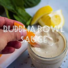 A must have recipe to have on hand, this vegan buddha bowl sauce with garlic and lemon is perfect on salads, as a dip, and on your buddha bowls of course! Buddha Bowl Sauce Recipe, Budda Bowl Recipe, Budda Bowl Sauce, Veggie Bowl Recipe, Pesto Recipe, Bol Buddha, Vegan Tahini Dressing, Salade Healthy, Nutritional Yeast Recipes