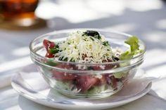 Bulharský paradajkový šalát Cabbage, Salads, Vegetables, Food, Essen, Cabbages, Vegetable Recipes, Meals, Yemek
