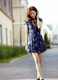 Yoon Eun Hye from Basic House China Spring 2010 Collection Fashion Line, Kpop Fashion, Asian Fashion, Fashion Outfits, Yoon Eun Hye, Girl Photo Poses, Girl Poses, Blue And White Jeans, Prince Héritier