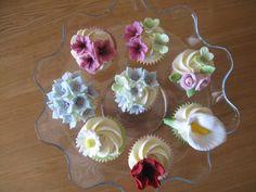 Vanilla flower cupcakes