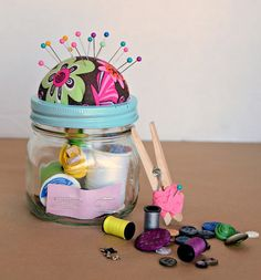 Sew Idea For Gifts DIY Sewing Kit Gift in a Jar - gift for Izzy's Grade Teacher who loves to sew! - DIY Sewing Kit Gift in a Jar - all you need is a mason jar, fabric, batting, glue gun, and things to fill you DIY Sewing Kit Gift in a Jar. Christmas Sewing, Diy Christmas Gifts, Christmas Child, Homemade Christmas, Cheap Christmas, Christmas Ideas, Homemade Valentines, Santa Gifts, Mason Jar Gifts