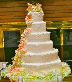 All wedding cake florals are designed and produced by bridal blooms and creations. #weddings #weddingcakes #cakefloral #texasweddings #caketopper #bridalblooms