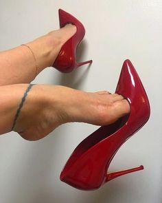 Stiletto Heels, Shoes Heels, Pumps, Crochet Bodycon Dresses, Gorgeous Feet, Female Feet, Women's Feet, Sexy High Heels, Sensual