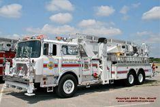 North Babylon, NY FD Ladder 1-8-6 - 1986 Mack CF / Baker 75' Aerialscope.