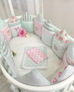 New diy baby crib sheets nurseries Ideas Crib Pillows, Crib Bedding, Bedding Sets, Baby Crib Sheets, Baby Cribs, Quilt Baby, Sewing For Kids, Baby Sewing, Cot Bumper