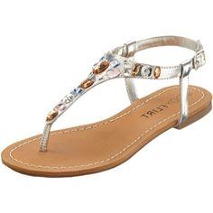 Dit zomerse sandaaltje maakt iedere outfit compleet. De steentjes zorgen voor een extra stralend effect!