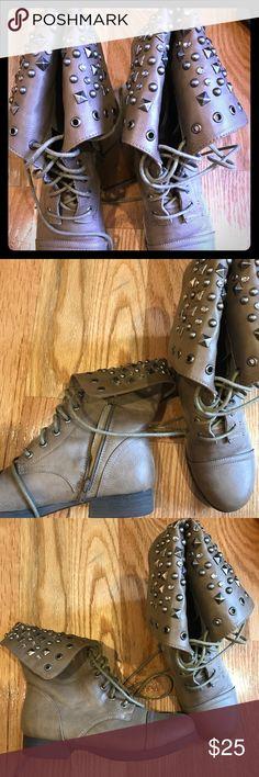 Trendy embellished combat boots Super trendy nude combat boots! The top of the boots have embellished details. Pink & Pepper Shoes Combat & Moto Boots