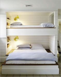 📣 94 Minimalist Bunk Beds Design Ideas - Tips for Designing the Space-10175 #minimalistbunkbeds #bunkbeds #bunkbeddesigns #bedroomdesign Bunk Beds Built In, Modern Bunk Beds, Kids Bunk Beds, Loft Beds, Bunkbeds For Small Room, Full Size Bunk Beds, Queen Bunk Beds, Bunk Beds For Adults, Built In Beds For Kids