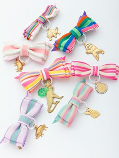 medal brooch // broches medallas animales