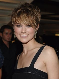 Keira Knightleys pixie cut is anything but ordinary, thanks to chunky layers and caramel highlights.
