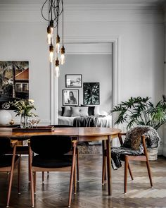 inject some PUNCH // dining table crowned by HOOKED smoked bronze Living Room Interior, Home Living Room, Home Interior Design, Living Room Decor, Interior Decorating, Dining Area, Dining Table, White Brick Walls, Living Comedor