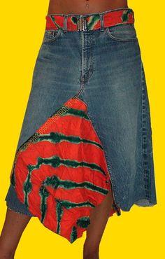 Una falda creada a partir de unos pantalones vaqueros y una camiseta.